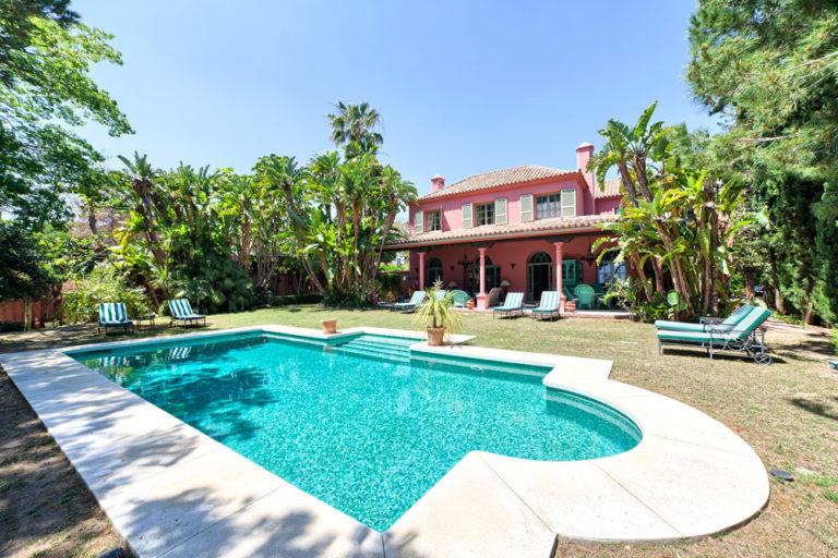 Charming homes near sandy beaches, Marbella East