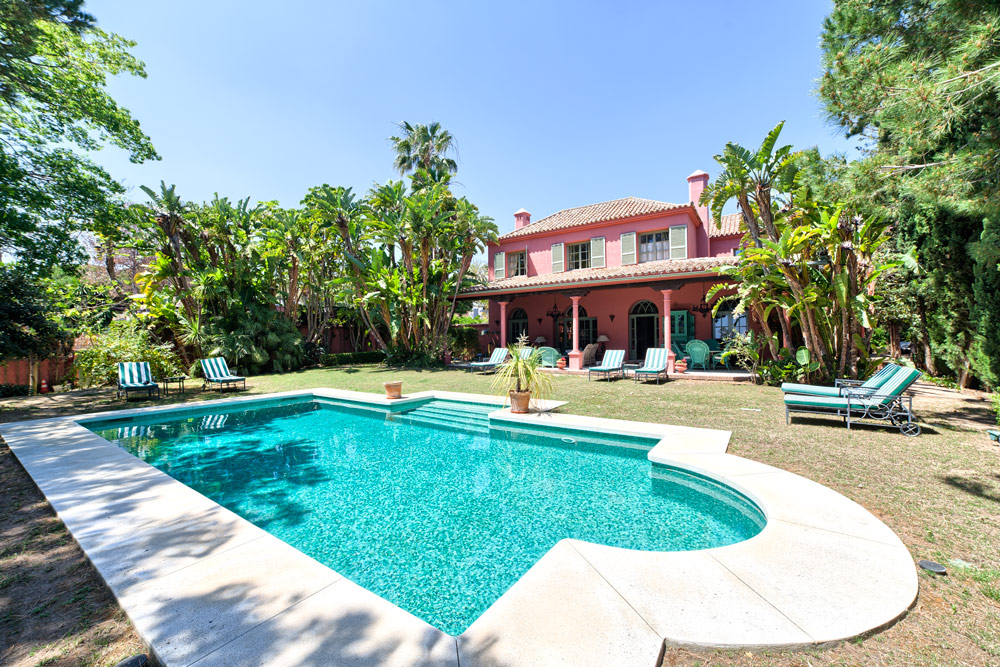 Charming homes near sandy beaches, Marbella East